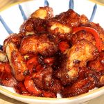 Mix Sauce And Chicken To Cook In Pan