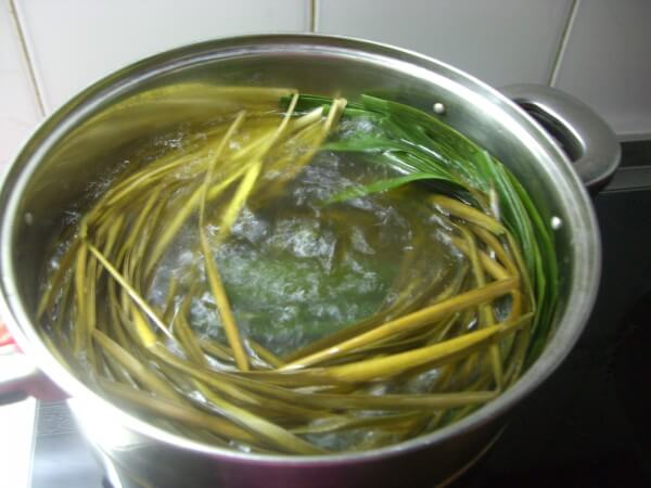 Wash the reed leaves you bought with a brush.