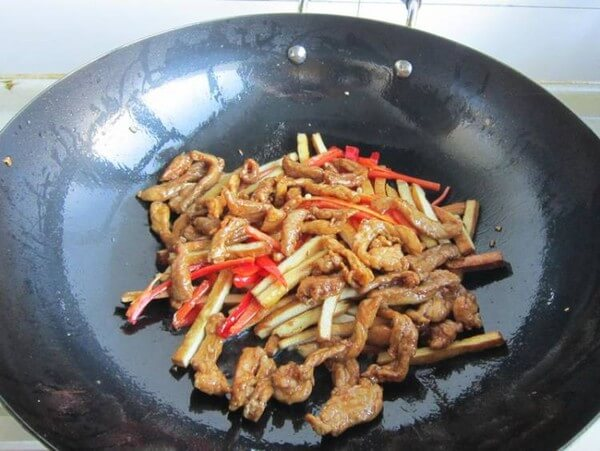 Add the mutton to stir-fry