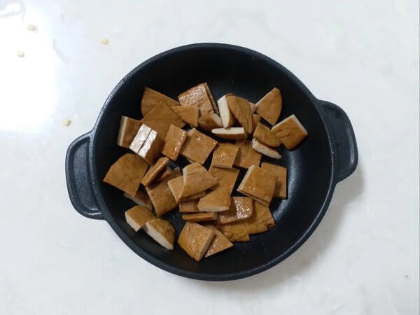 Cut the dried tofu to small squares