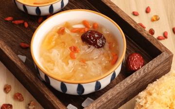 Peach Gum Snow Lotus Seeds Snow Fungus Soup(Tong Sui)