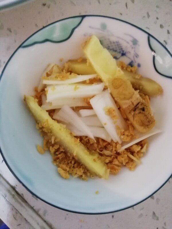 Shallots, ginger, garlic and minced garlic