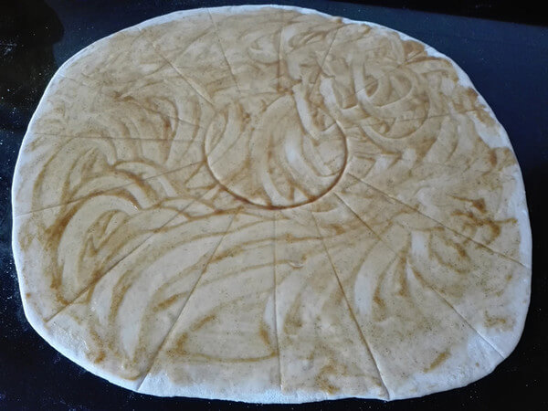 Roll out the fermented dough into a large round dough sheet