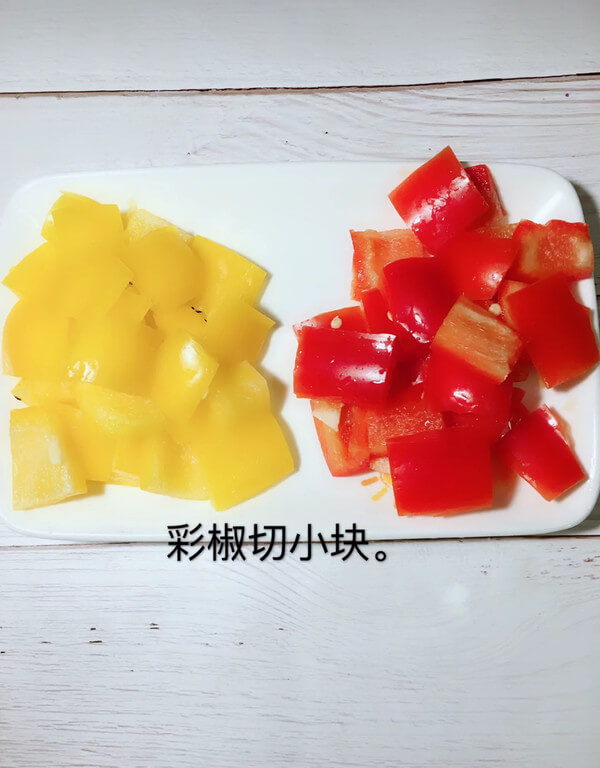 Then cut the bell pepper into small pieces, as shown below.