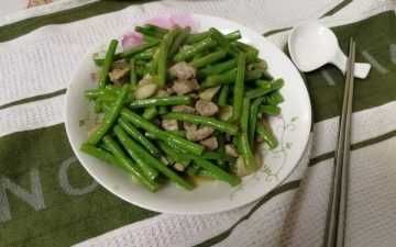 [Long for a long time] Long bean fried diced.