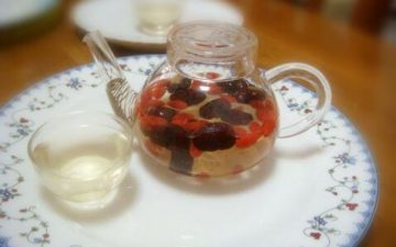 After breakfast, flush a pot of red date wolfberry tea, really enjoy life~