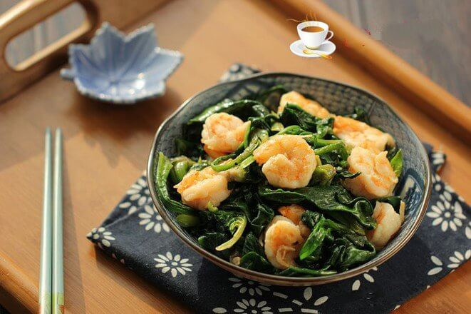 fried shrimp with spinach
