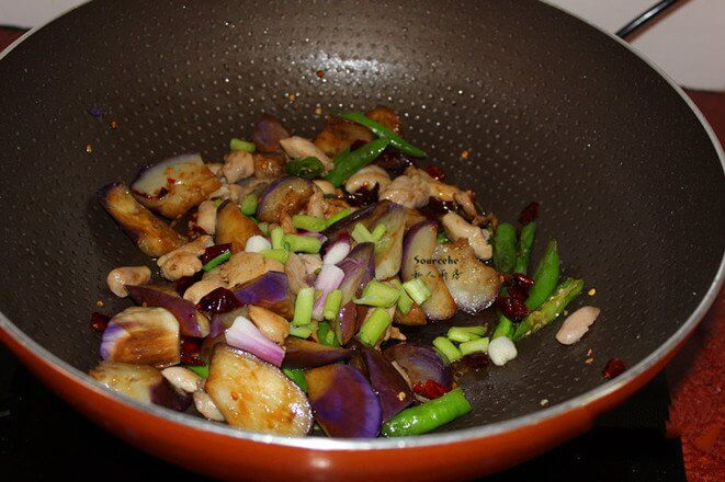 Add salt, soy sauce, stir fry to collect the juice, putthe shallot and stir-fry.