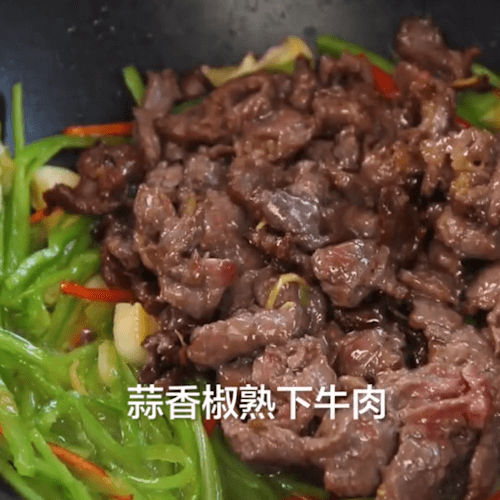 Pour in fried beef and stir evenly
