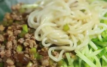 garlic sauce meat paste noodles.