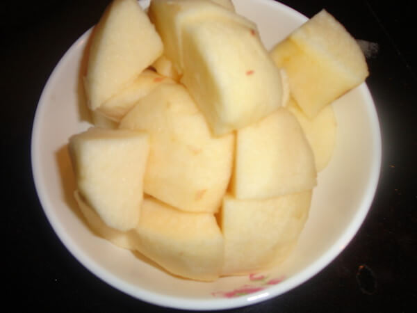 Peel the apple and cut into small pieces