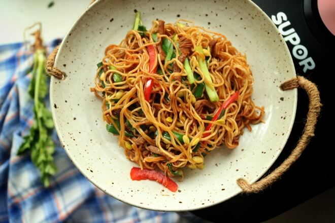 Braised Noodles With Shredded Pork