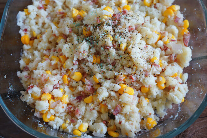 Put the right amount of salt, pepper, and crushed coarse pepper.