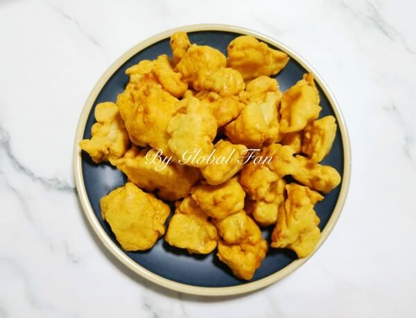 The surface of the fried tenderloin is very fluffy and crisp, and the color is golden and attractive.