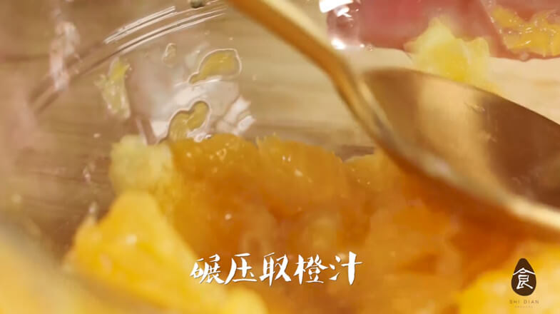Press the pulp into mud and take the orange juice