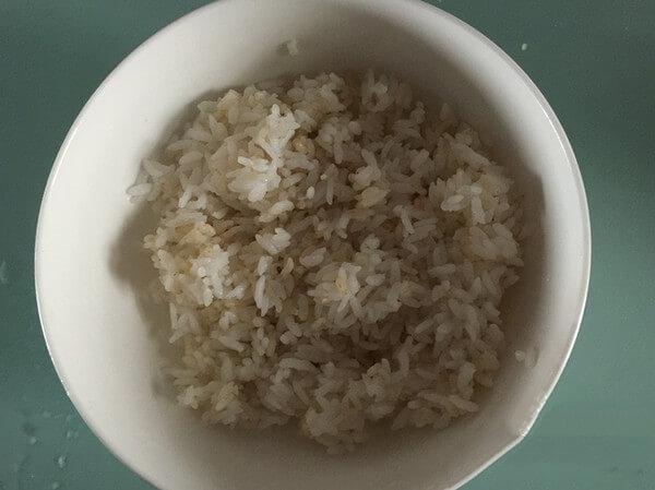 Prepare a bowl of leftover rice